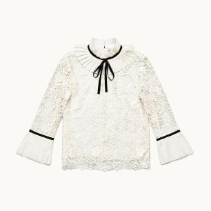 Blusa de encaje y plisado